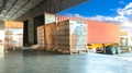 Vykládání zboží kamionu