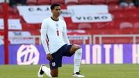 Jude Bellingham poklekl před zápase Anglie - Rakousko