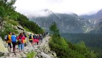 Fronta turistů ve Vysokých Tatrách
