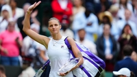 Karolína Plíšková s talířem pro finalistku Wimbledonu
