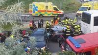 Ujíždějící auto v Praze způsobilo vážnou nehodu - 2
