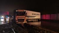 Na Pražském okruhu se vzpříčil kamion
