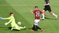 Adam Hložek dává gól