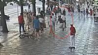 Muž v centru Prahy slovně i fyzicky zaútočil na kolemjdoucího