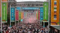 Dav fanoušků Anglie před zápase ve Wembley