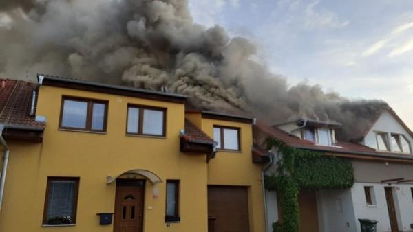 S požárem bojovalo šest jednotek hasičů