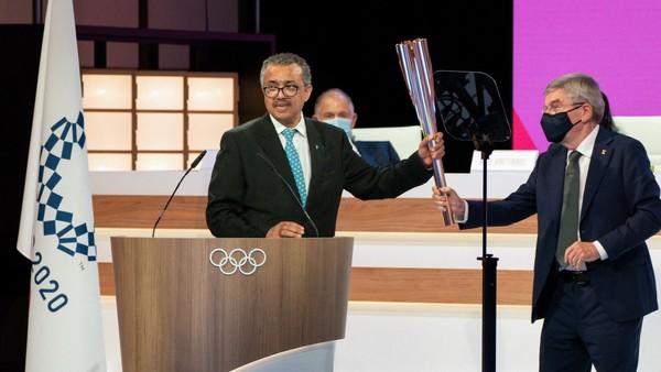 Tedros Adhanom Ghebreyesus s olympijskou pochodní