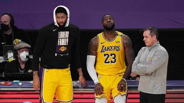 Zklamaní Anthony Davis a LeBron James