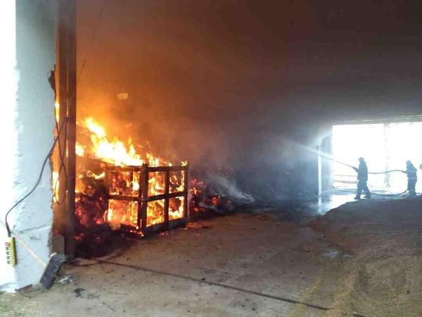 Ničivý požár zaměstnal osm jednotek hasičů, škoda je pět milionů