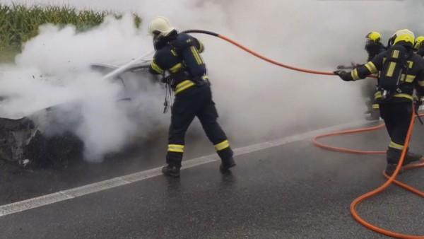 Požár auta zkomplikoval dopravu v ranní špičce na dálnici D1!
