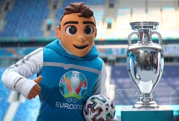 Maskot pro EURO 2020 Skillzy