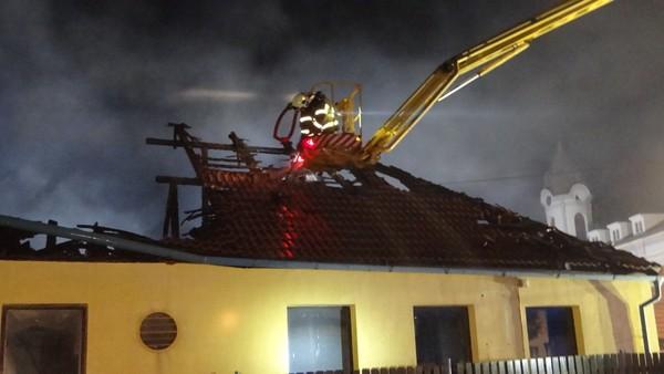GALERIE: Požár haly na Příbramsku