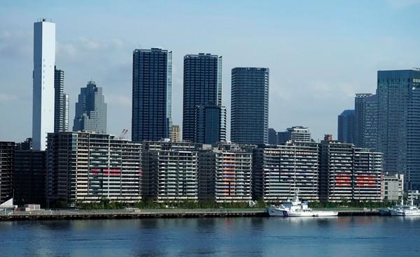 Pohled z moře na olympijskou vesnici v Tokiu