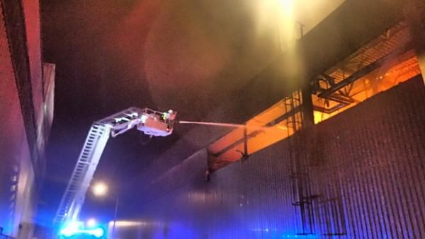 Požár haly u Bruntálu napáchal obří škodu, hasiči ji odhadli na 200 milionů