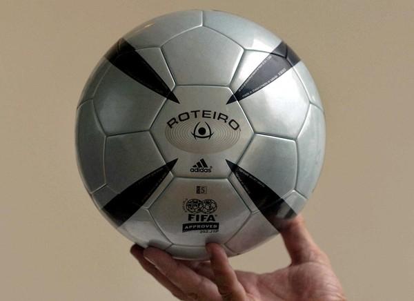 Míč pro EURO 2004 Roteiro