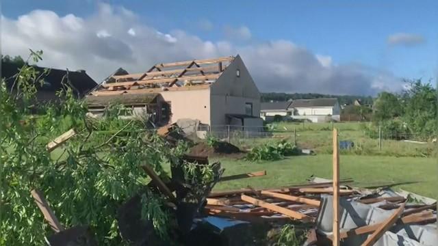 Škody po tornádu v Belgii